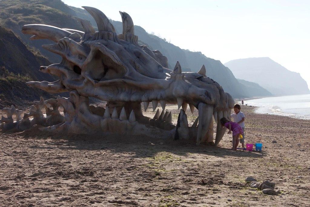 Monströser Drachenschädel